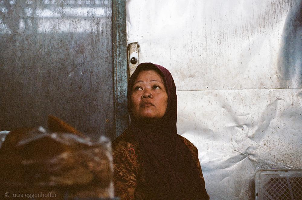 Woman-at-market-IV-yogyakarta-lucia-eggenhoffer